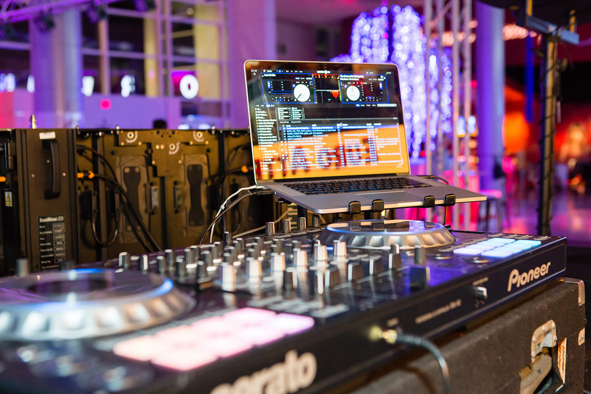 3 Myths about Wedding DJs Debunked