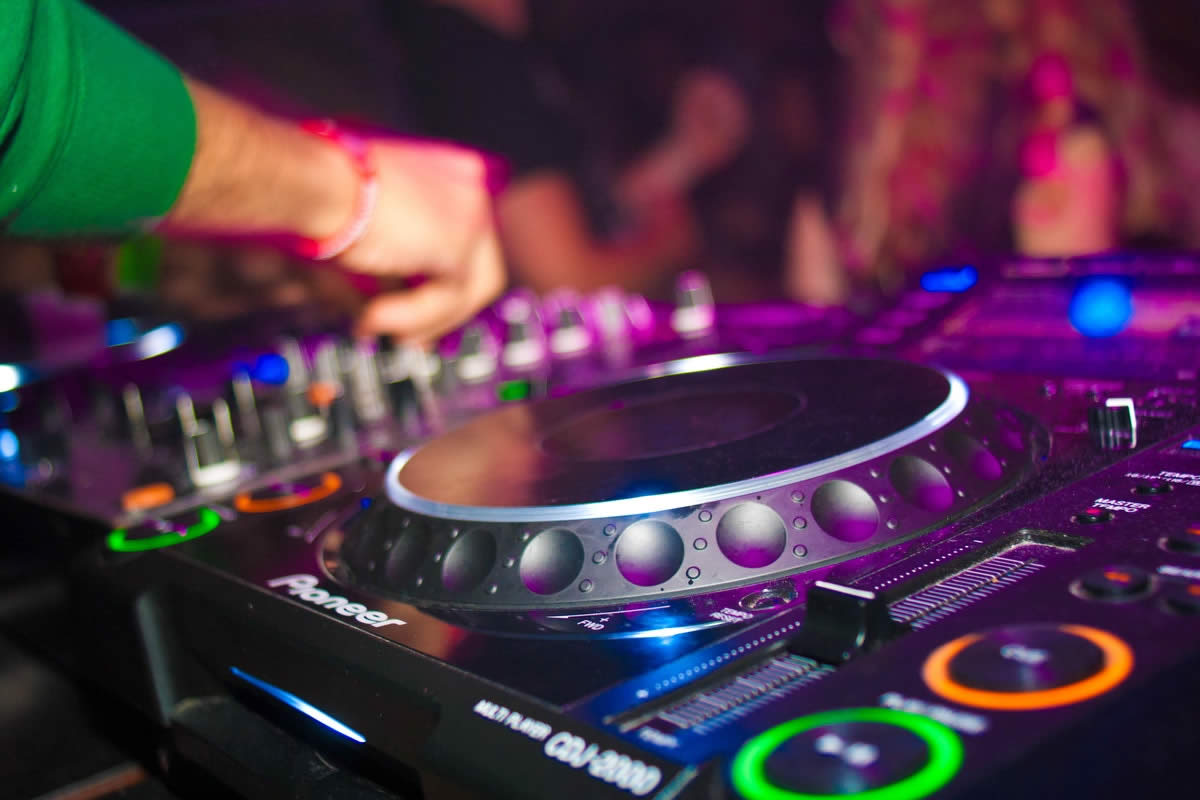 5 Things That Can Happen When You Hire An Amateur DJ For Your Wedding